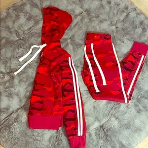 Red camo jogging suit from Fashion Nova ❤️